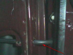прокладка проводов в двери