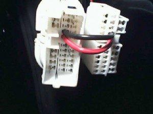 отверстия под провода, провода через разъём